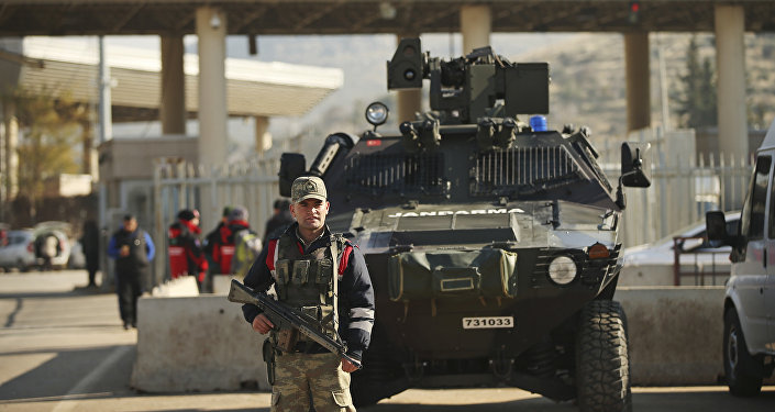(File) Turkish forces' officers provide security at the Cilvegozu border gate with Syria, near Hatay, southeastern Turkey, Monday, Dec, 19, 2016