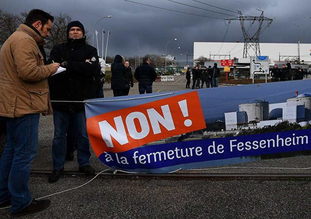 Workers demonstrate in front of the nuclear powerplant of Fessenheim, on January 19, 2018, to protest against the planned closure of plant, the country's oldest nuclear power plant