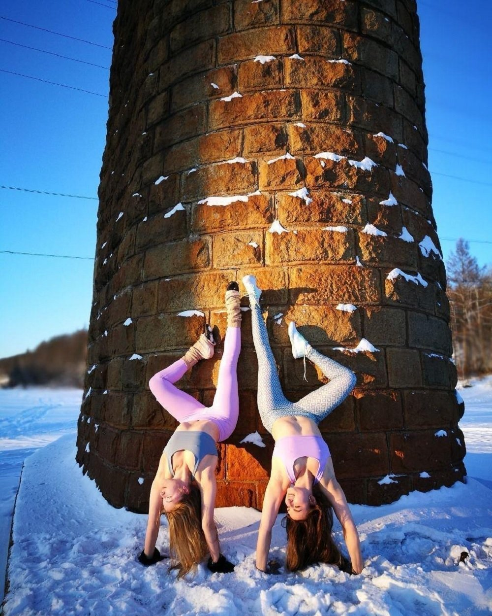 Two Siberian Girls Practice Yoga In -40 Degree Weather And Frost Photos - Sputnik -4131