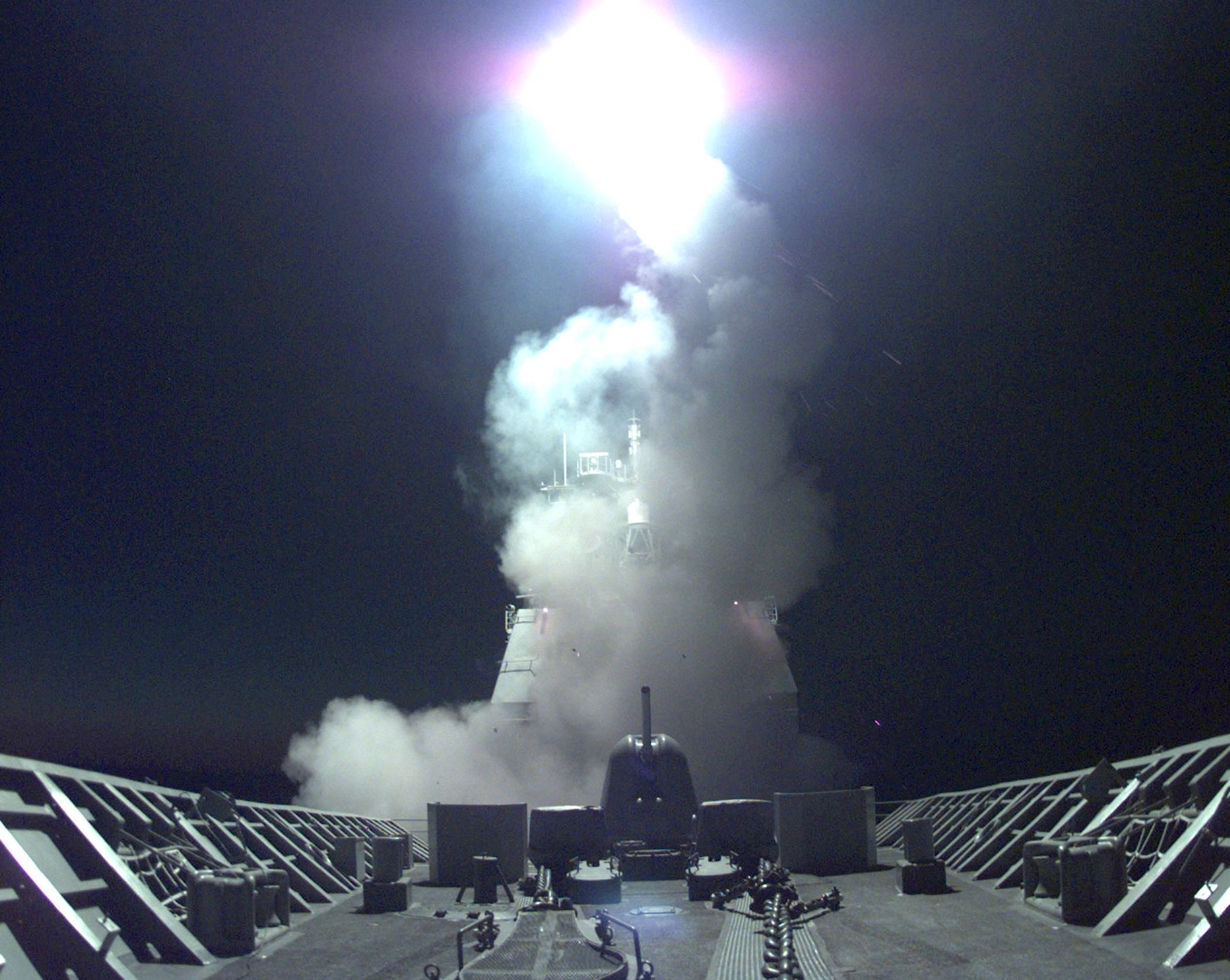 A Tomahawk cruise missile launches from the bow of the US Navy cruiser USS Philippine Sea at targets throughout Yugoslavia and Kosovo, 24 March, 1999.