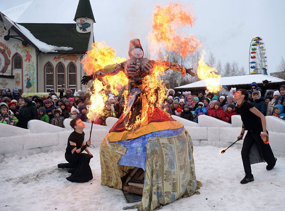 Participants of the fire show during the festive event marking the Wide Maslenitsa Farewell in the Taganskaya Sloboda Park in Yekaterinburg