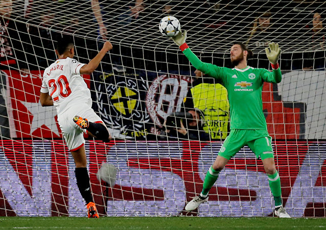 Soccer Football - Champions League Round of 16 First Leg - Sevilla vs Manchester United - Ramon Sanchez Pizjuan, Seville, Spain - February 21, 2018 Manchester United's David De Gea makes a save from Sevilla's Luis Muriel
