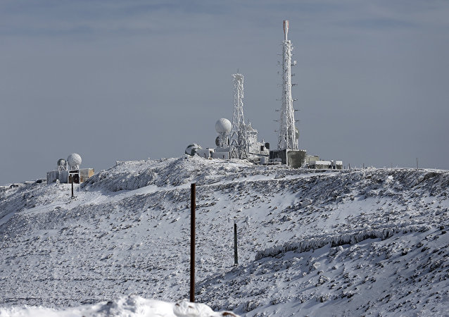 An israeli army base is seen on a summit at the Israeli Mount Hermon ski resort, in the Israeli-occupied Golan Heights, on January 21, 2016
