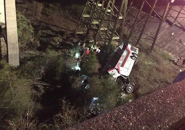 Bus crash shuts down I-10 near Alabama-Florida line