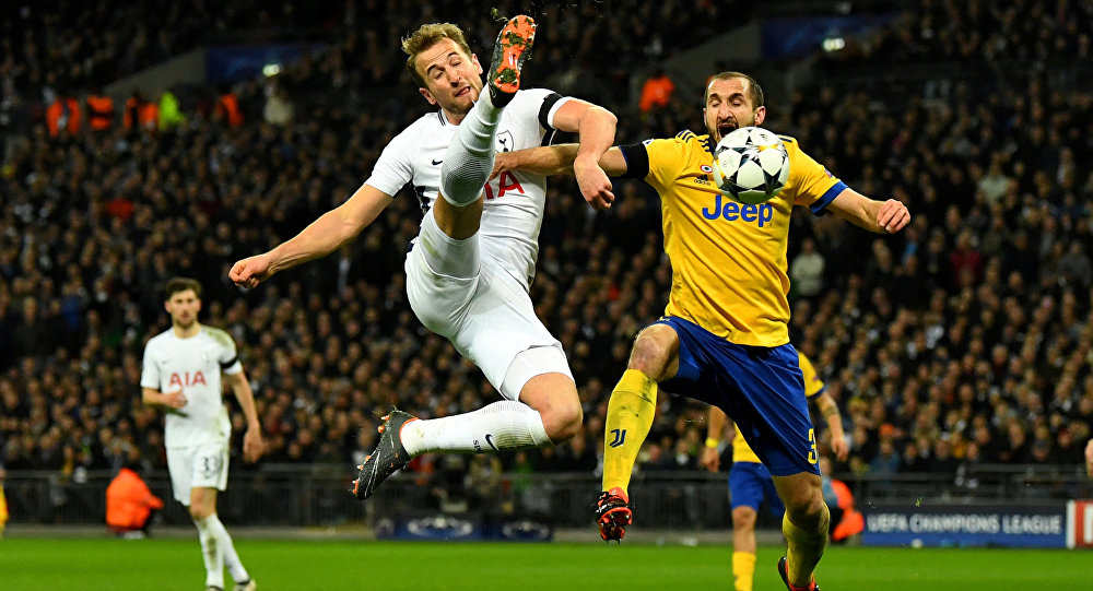 Soccer Football - Champions League Round of 16 Second Leg - Tottenham Hotspur vs Juventus - Wembley Stadium, London, Britain - March 7, 2018 Tottenham's Harry Kane in action with Juventus' Giorgio Chiellini