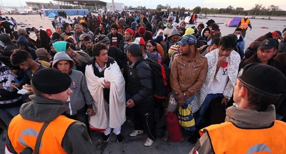 Migrants are waiting on the Austrian-Hungarian border