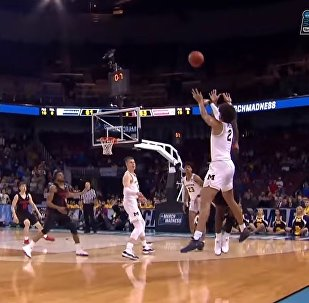 Houston vs. Michigan: Jordan Poole shot beats the buzzer for the win!