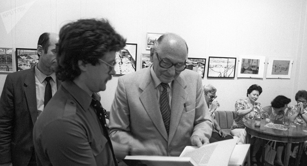Soviet intelligence agent Heinz Felfe, right, at the presentation of his book Memoirs of an Agent at Friendship House
