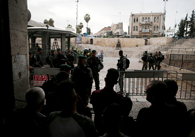 Israeli security forces block Damascus Gate, one of the entrances to Jerusalem's Old City, after a stabbing attack in which an Israeli was wounded, inside Jerusalem's Old City, March 18, 2018