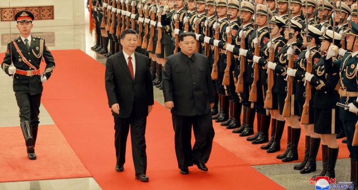 Лидер КНР Си Цзиньпин и лидер КНДР Ким Чен Ын в Пекине