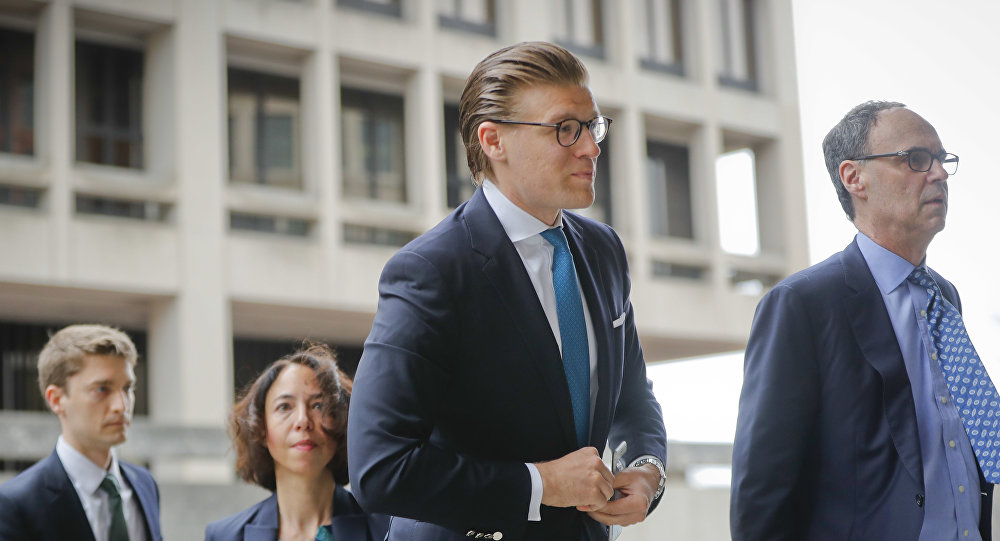 Alex van der Zwaan arrives Federal District Court in Washington, Tuesday, April 3, 2018