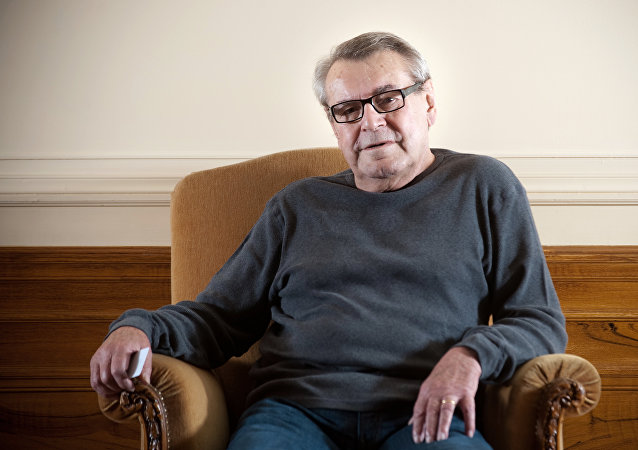 Czech-born US film director Milos Forman poses on October 9, 2009 in Paris