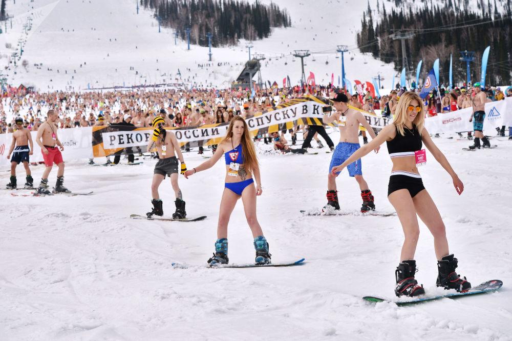 Siberia-Style Spring: Mass Hill Descent in Bikini Hits Record