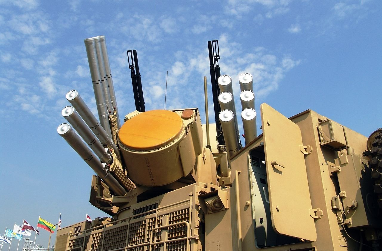 Pantsir-S1 Weapon System with radar antenna