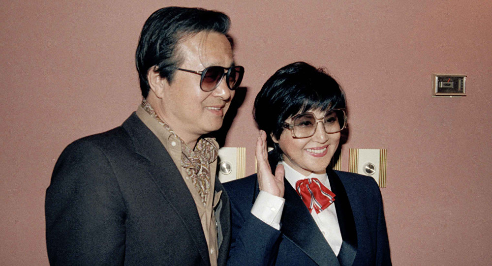Director Shin Sang-ok and his wife actress Choi Eun-hee, noted Korean film artists who have made pictures in both South and North Korea, arrive for a Washington press conference, May 15, 1986