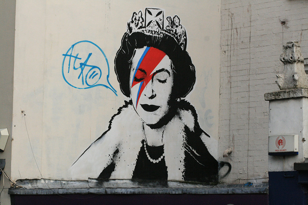 Elizabeth II, Queen of The Streets