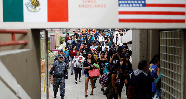 Hundreds of Honduran migrants en route to US
