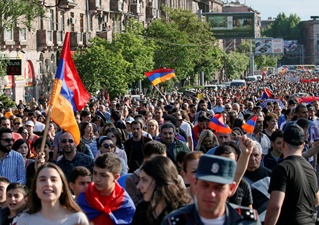 Armenian opposition supporters hold a rally in Yerevan, Armenia, April 30, 2018