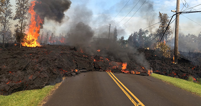 Hawaii volcano could blow its top soon, hurl rocks and ash