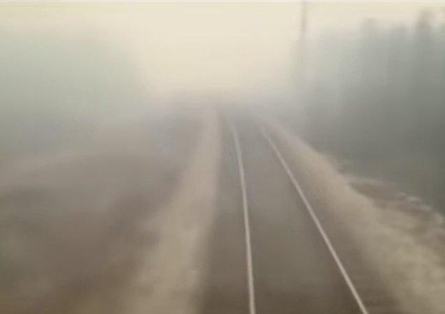 В Комсомольске-на-Амуре поезд проехал через горящий лес!
