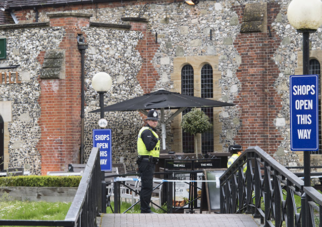 A police officer near the Mill pub in Salisbury, where the traces of the nerve agent used to poison former Main Intelligence Directorate colonel Sergei Skripal and his daughter Yulia were found