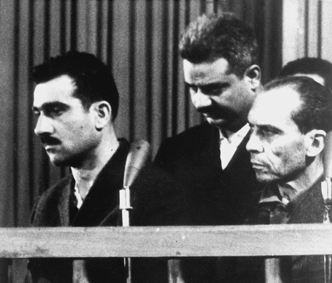 Picture dated 09 May 1965 shows Israeli spy Eli Cohen (L) and two other unidentified co-defendants, during their trial in Damascus, ten days before his executio