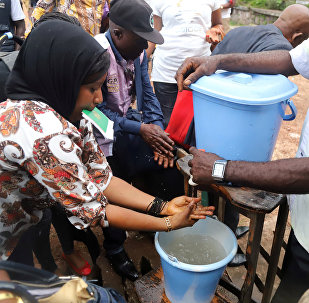 A Congolese health worker instructs residents about washing their hands as a preventive measure against Ebola in Mbandaka, Democratic Republic of Congo May 19, 2018