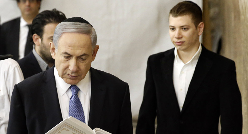 A picture taken on March 18, 2015 shows Israeli Prime Minister Benjamin Netanyahu (L) and his son Yair visiting the Wailing Wall in Jerusalem