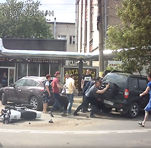 Russians Rush to Aid Motorcyclist Lodged Under SUV
