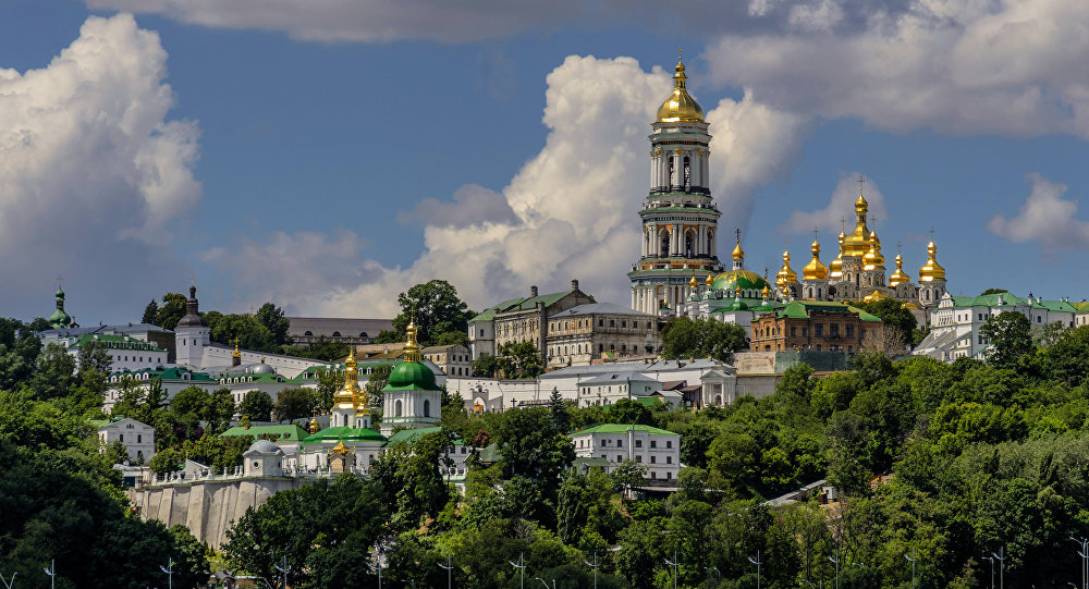UKRAINE Moscow breaks communion with Constantinople