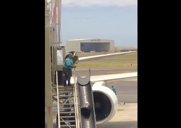 Journalist Vanessa Marsh posted a video of the luggage getting a raw deal at Honolulu Airport.