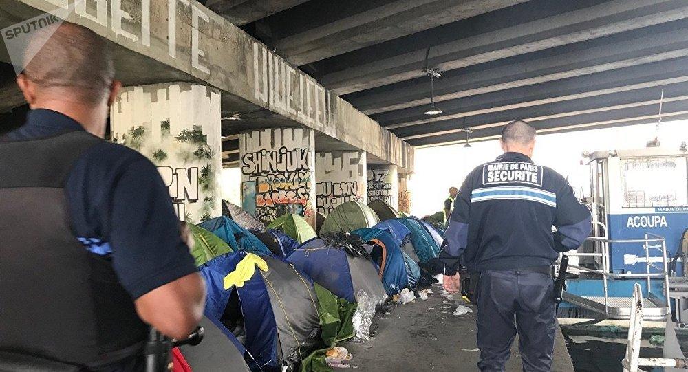 Evacuation of the largest migrant camp in Paris