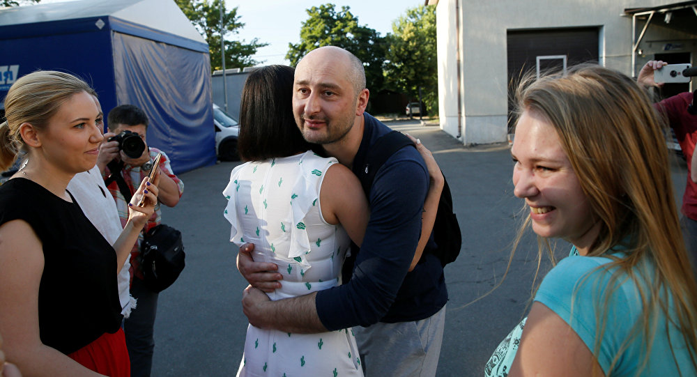 Russian journalist Arkady Babchenko (C) greets acquaintances as he visits the office of the Crimean Tatar channel ATR in Kiev, Ukraine May 31, 2018