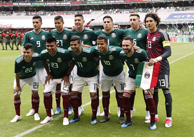 Soccer Football - International Friendly - Mexico vs Scotland - Estadio Azteca, Mexico City, Mexico - June 2, 2018. Mexico team group before the match