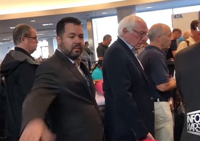 Bernie Sanders Run From Alex Jones At LAX Airport