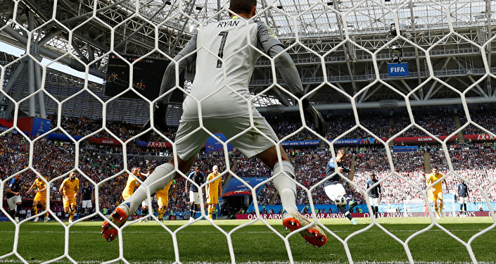 Soccer Football - World Cup - Group C - France vs Australia - Kazan Arena, Kazan, Russia - June 16, 2018 France's Antoine Griezmann scores their first goal from a penalty