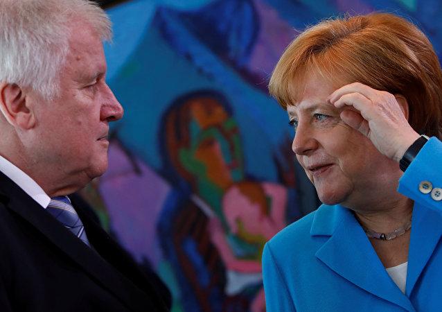 Bundesinnenminister Horst Seehofer (CSU) und Bundeskanzlerin Angela Merkel (CDU)
