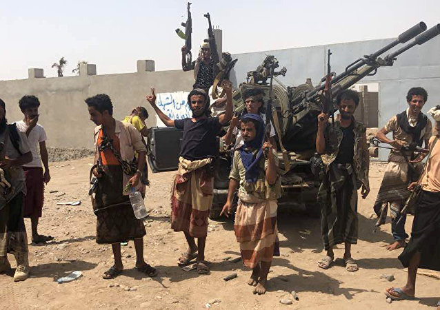 Yemeni pro-government forces backed by the Saudi-led Arab military alliance gather during their fight against Huthi rebels in the area of Hodeida's airport on June 18, 2018
