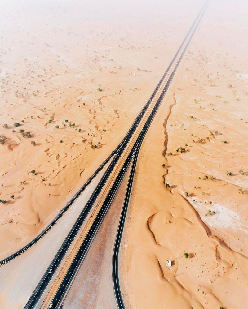 Kingdom of Sand: How Desert Engulfs Dubai and Abu Dhabi