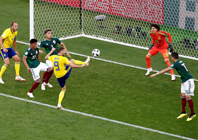 Soccer Football - World Cup - Group F - Mexico vs Sweden - Ekaterinburg Arena, Yekaterinburg, Russia - June 27, 2018 Sweden's Marcus Berg misses a chance to score