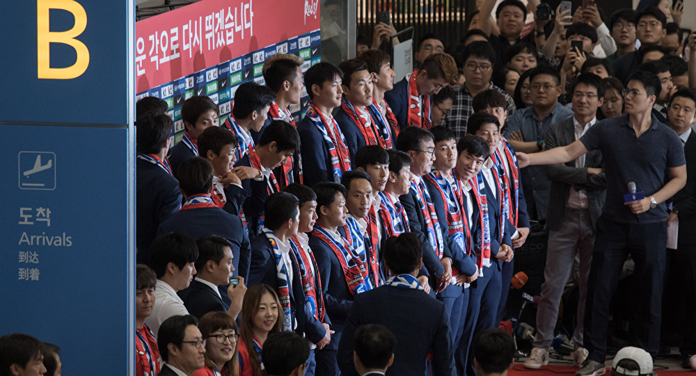 South Korea's World Cup football squad arrive at Incheon international airport on June 29, 2018 after competing in the 2018 Russian World Cup
