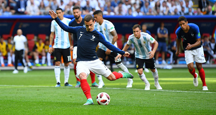 Soccer Football - World Cup - Round of 16 - France vs Argentina - Kazan Arena, Kazan, Russia - June 30, 2018 France's Antoine Griezmann scores their first goal from the penalty spot