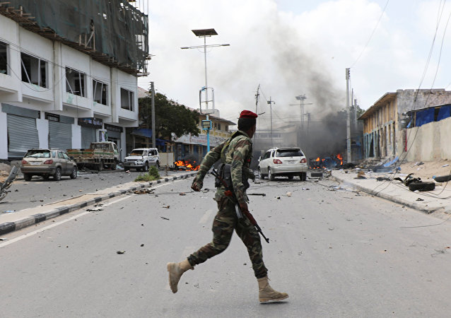 A Somali military officer runs to secure the scene of a suicide car bombing near Somalia's presidential palace in Mogadishu, Somalia July 7, 2018