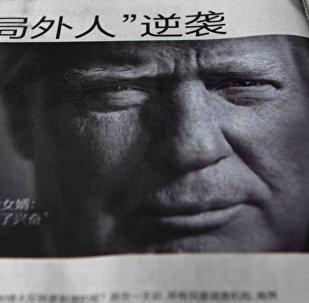 Zeitung mit Donald Trump auf der Titelseite in China