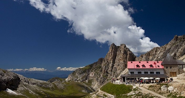 Tierser Alpl mountain hut, on the way from Schlern to the Rosengarten mountain range, Dolomites, eastern Alps, South Tyrol, Bolzano province, Italy, Europe