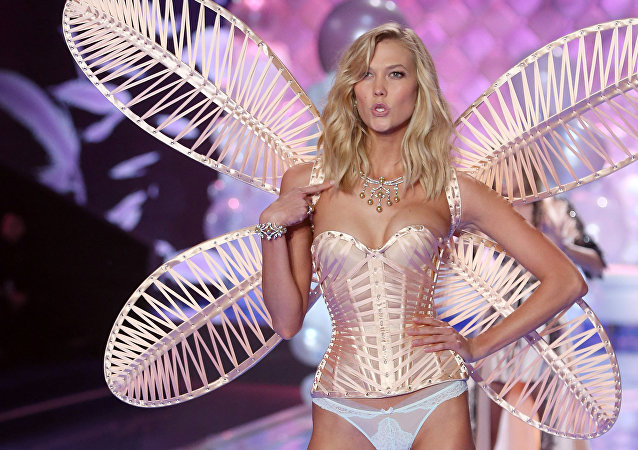 Model Karlie Kloss walks the runway at the Victoria's Secret fashion show in London, 2 December 2014