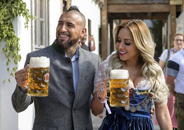 Munich soccer player Arturo Vidal arrives with his wife Maria Teresa Matus at the Oktoberfest in Munich, Germany, Saturday, Sept. 23, 2017.