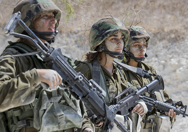 Israeli soldiers from the mixed-gender Bardalas battalion take part in a training at a military camp near the northern Israeli city of Yoqne'am Illit on September 13, 2016