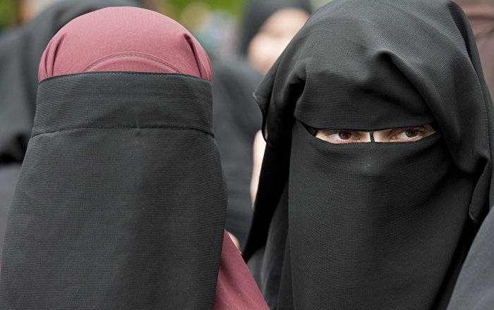 'It Will Ruin Me': UK GP May Lose Job for Asking Muslim Mum to Remove Her Veil
