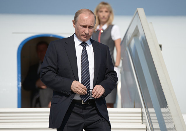 Russian President Vladimir Putin descends from the plane. File photo